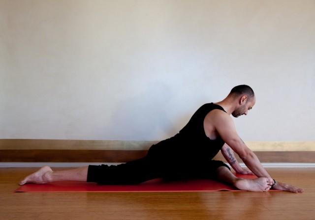 Vince yoga for runner (pigeon)