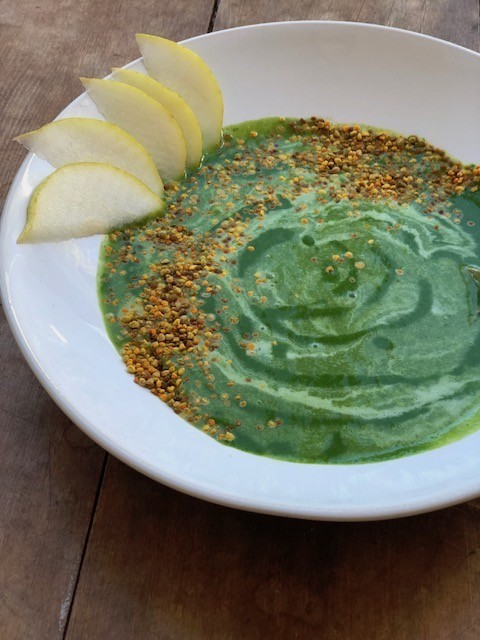 green smothie bowl with pear